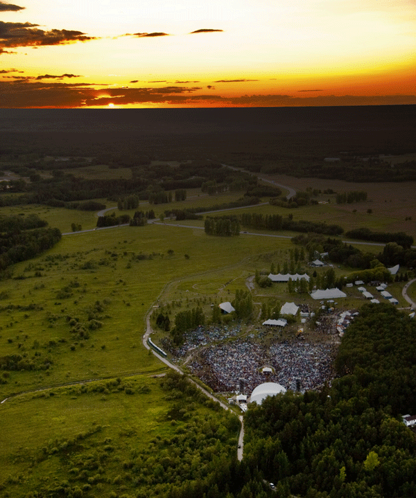 Monteyne Architecture | Projects - Winnipeg Folk Festival Kitchen Facility - AERIAL VIEW OF THE FESTIVAL MAIN STAGE AT DUSK